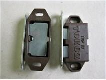 magnet nábytkový - hnědý blistr